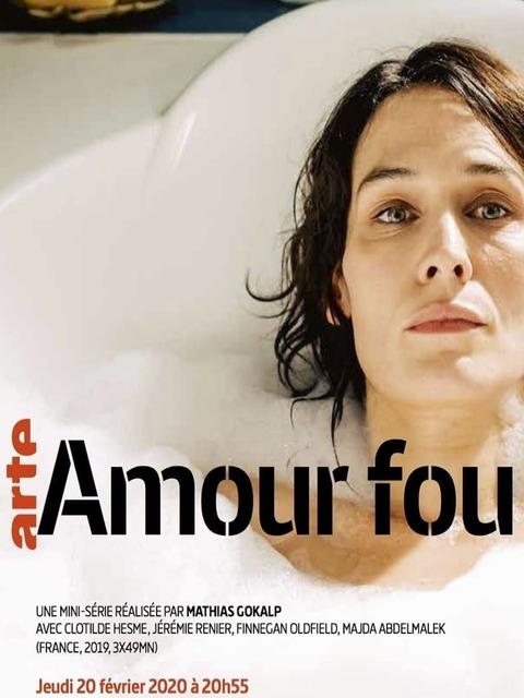Poster d'Amour fou, Clotilde Hesme prend un bain