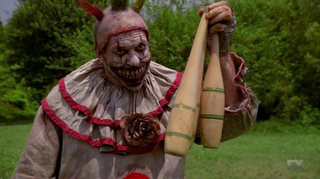 Le clown (John Caroll Lynch) - American Horror Story - S04E01