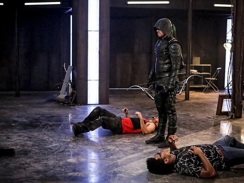 Le Green Arrow et ses recrues, à terre