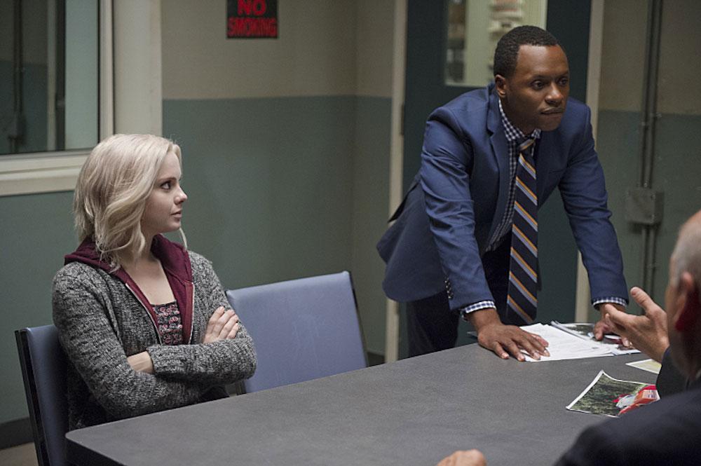 Liv et Clive en train d'interroger un suspect