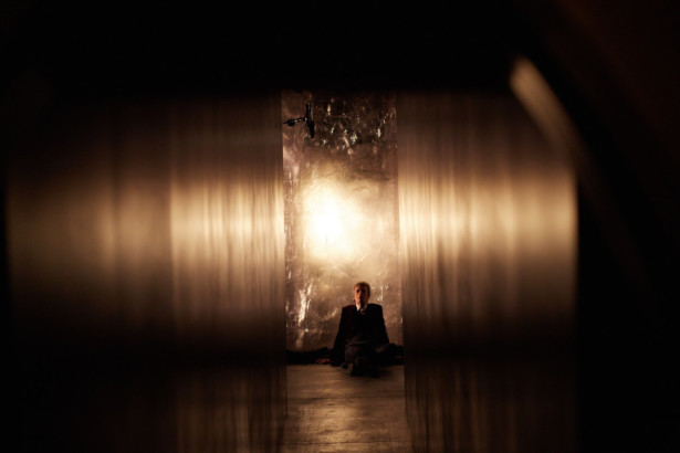 Le Docteur au pied du mur
