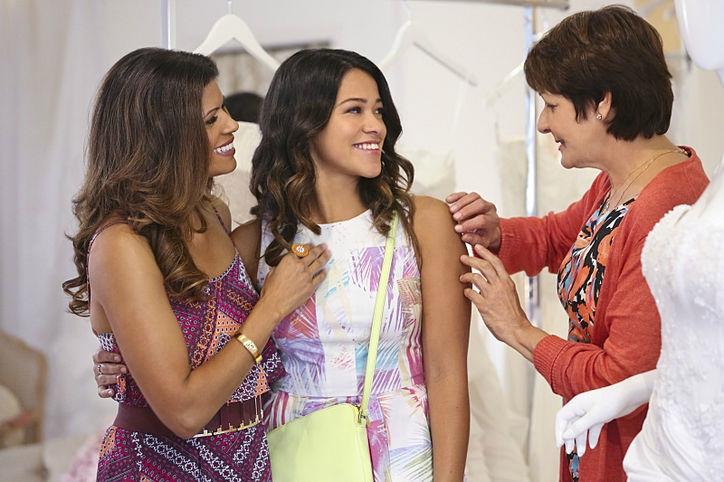Xiomara, Jane et Alba discutant ensemble