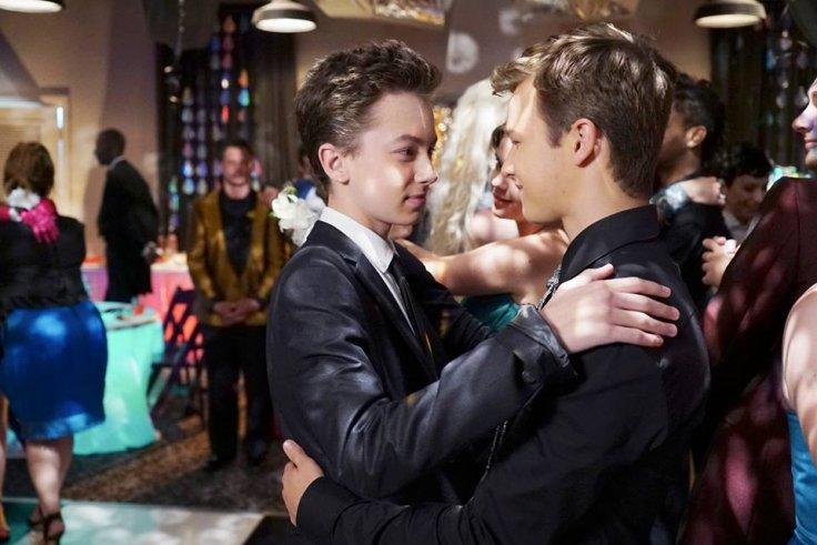 Jude et Connor, en train de danser