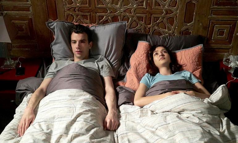 Josh et Lucy, Man Seeking Woman