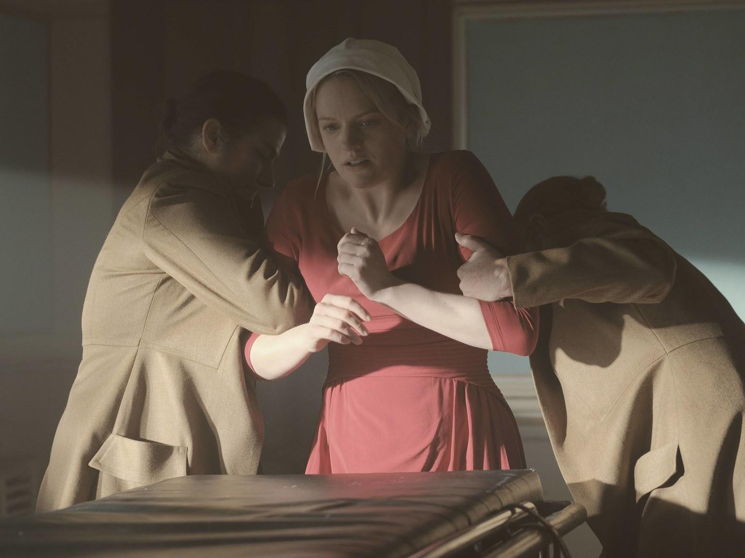 June en mauvaise posture dans The Handmaid's Tale