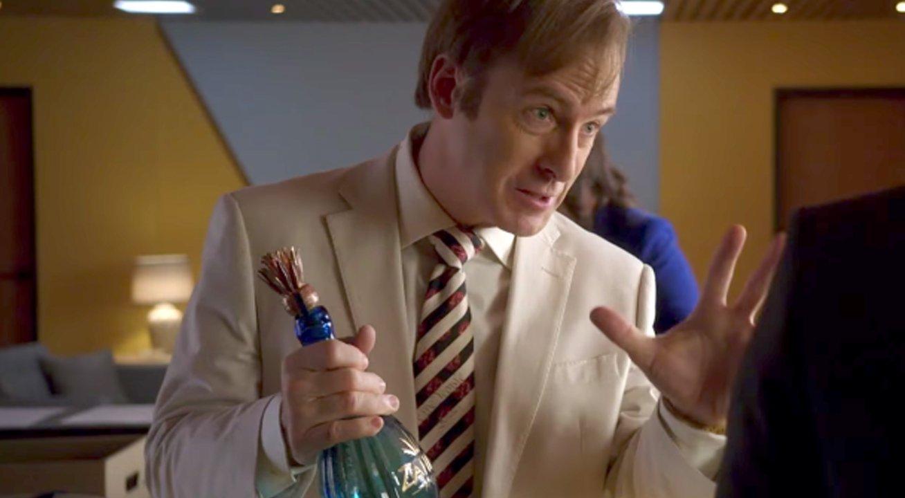 Jimmy fête une victoire avec une bouteille