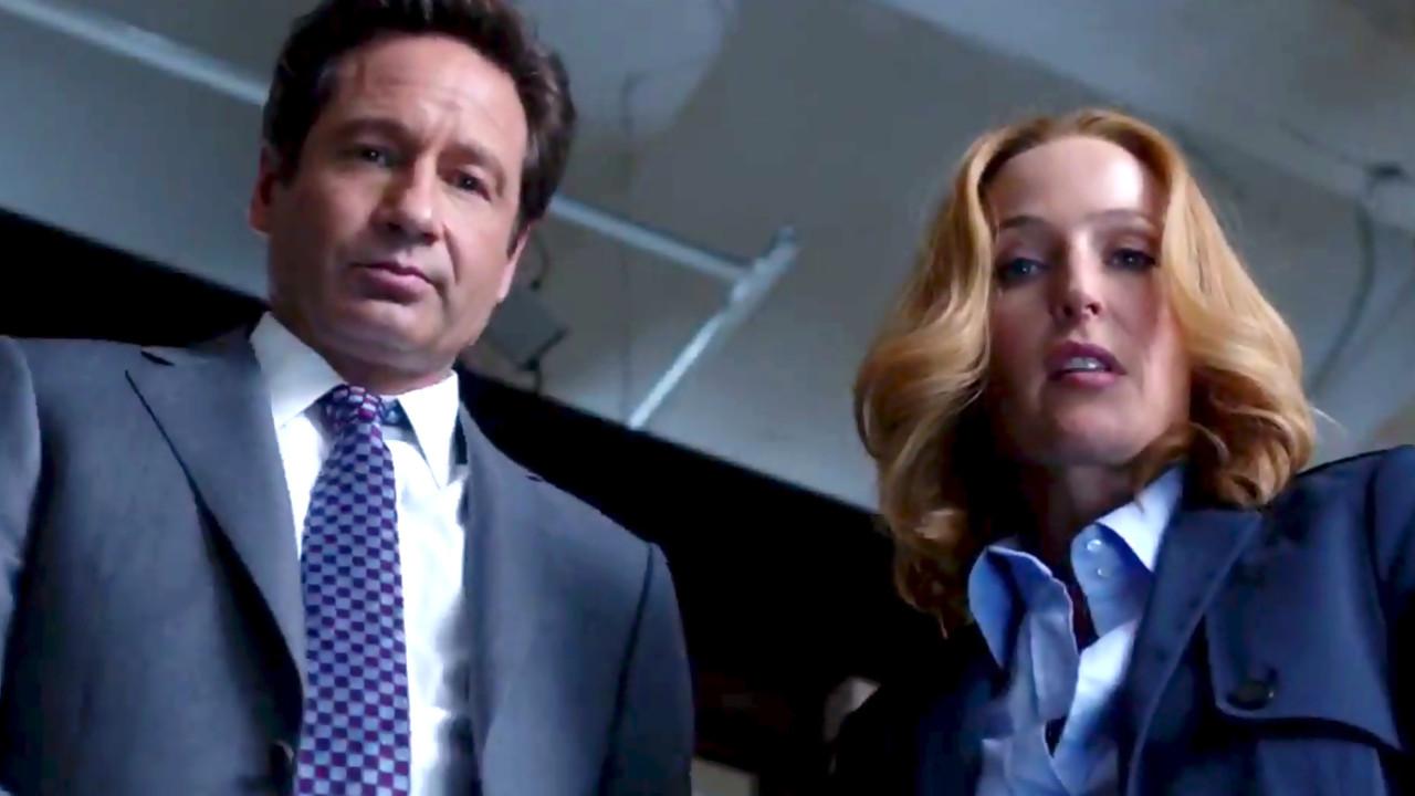 Mulder et Scully en contre plongée