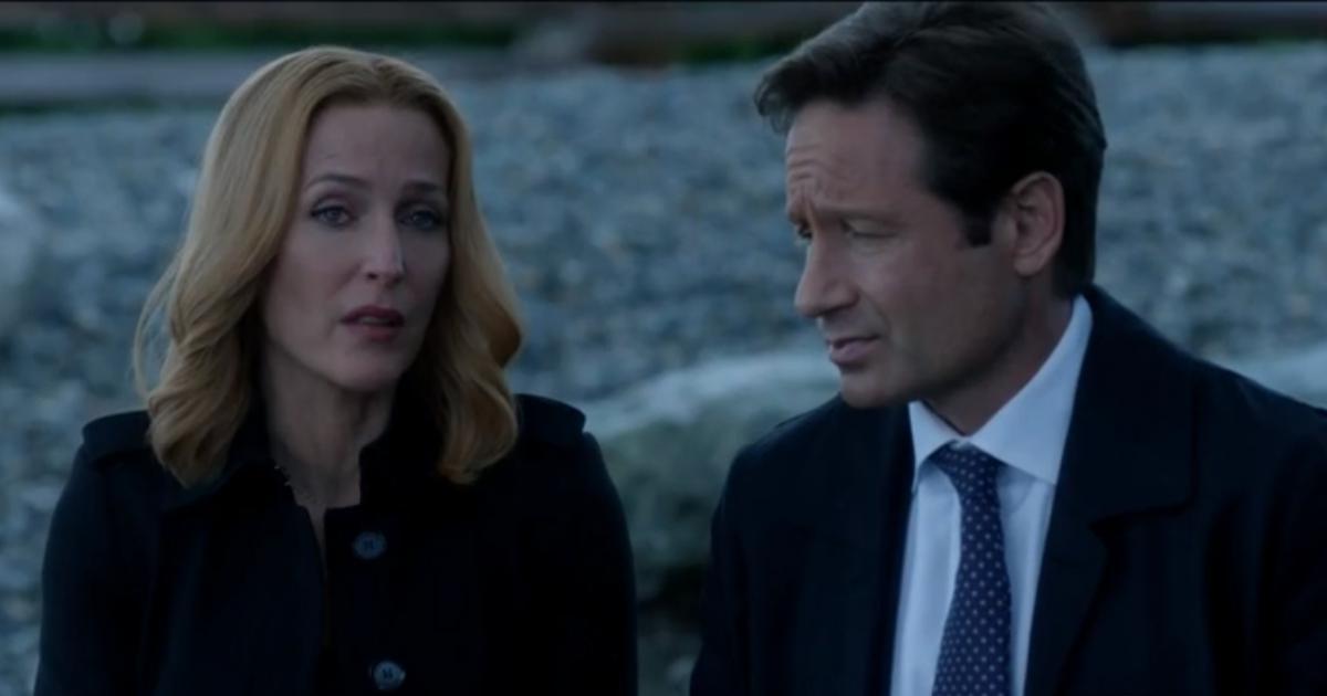 Mulder et Scully discutant