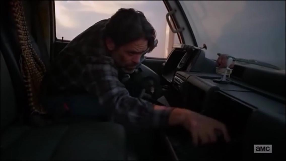 L'homme de main dans le camion de glace