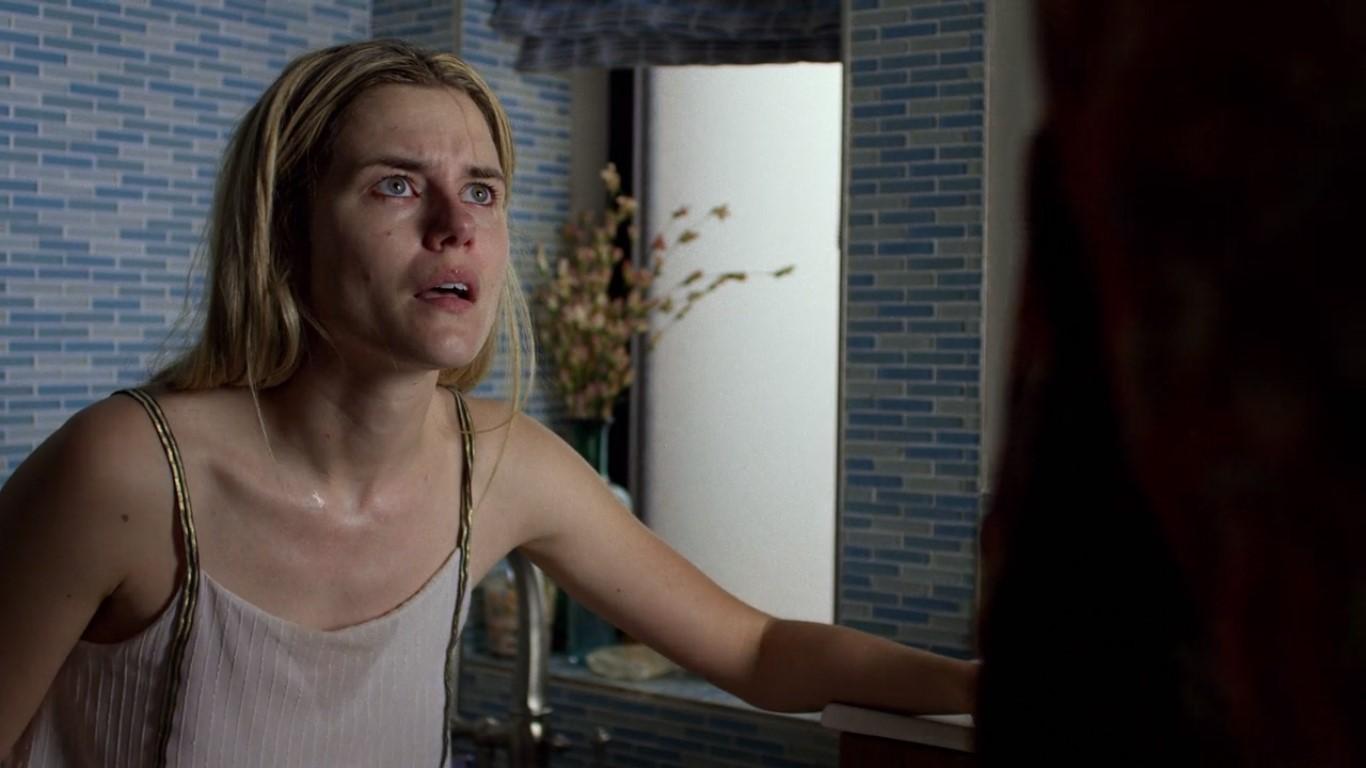 Trish droguée dans la saison 2 de Jessica Jones