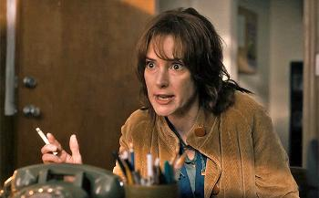 Winona Ryder qui grimace dans Stranger Things