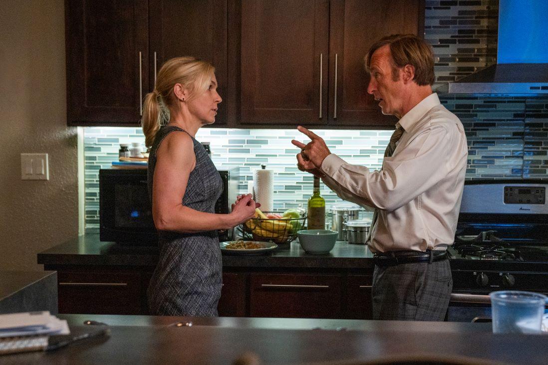 Kim et Jimmy discutant dans leur cuisine