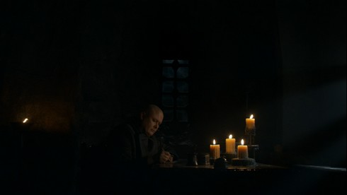 Varys écrivant ses dernières lettres
