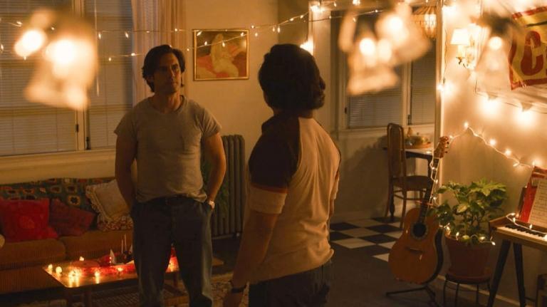 Jack face à Miguel dans la pièce décorée pour sa demande à Rebecca.
