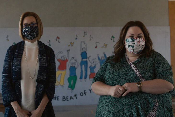 Rebecca et Kate pendant le cours de chant de Kate.