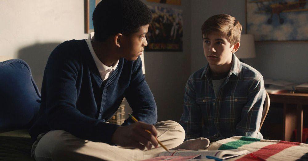 Kevin et Randall adolescents se faisant face.