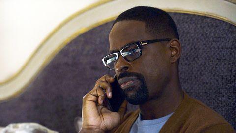 Randall est au téléphone.