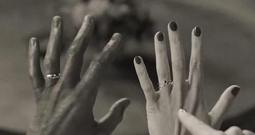 Bagues aux doigts