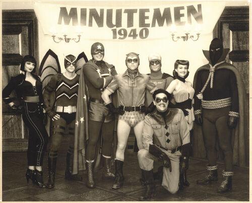 Prise de la photo des Minutemen dans le film Watchmen